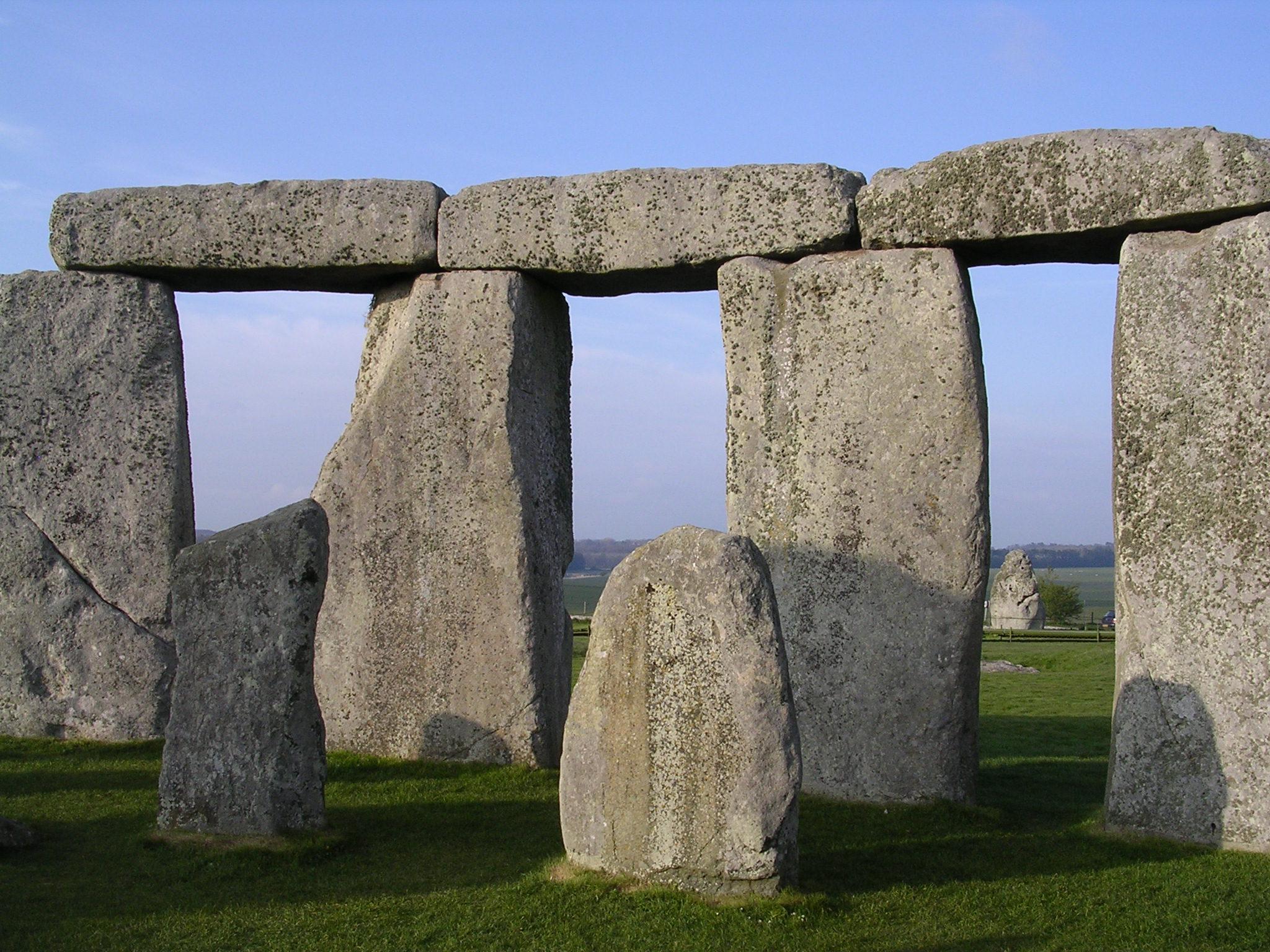stonehenge_inside_facing_ne_april_2005