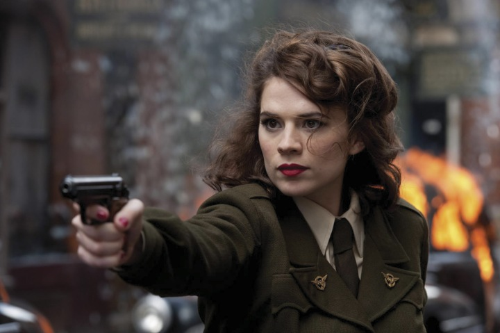 Captain-America-Peggy-Carter-pointing-gun